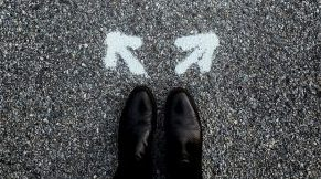 feet at the base of two arrows going in opposite directions